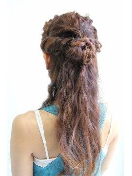 結婚式の髪型(ヘアアレンジ) ゆるふわルーズハーフアップ