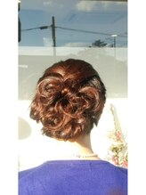 レゴリス プレミア ヘアー(REGOLITH PREMIER HAIR)大きなリボンと編み込みスタイル
