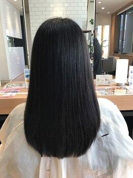ゼル 熊谷(ZELE)の写真/髪が硬くならず柔らかいまま、自然な立ち上がりのあるナチュラルストレートに。クセもキレイに伸びます。