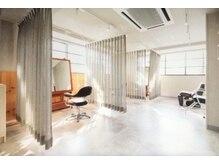 アニュー ヘア アンド ケア(a new hair&care)の雰囲気(お席の間をゆったり半個室でリラックスして過ごしていただけます)