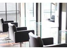 ヘアープラーナ 金倉店(HAIR pranA)の雰囲気(落ち着いた色合いの店内が上質のリラックスタイムを提供します。)