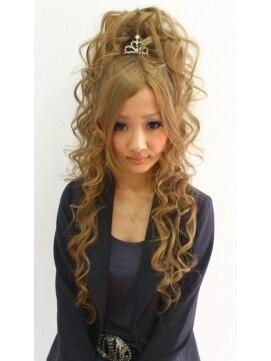 盛り髪 ハーフアップヘアアレンジ ラ チャウ La Ciauティアラハーフアップ盛り