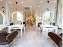 オーブ ヘアー カミラ 唐津店(AUBE HAIR camila)の雰囲気(開放感のある明るい店内で、くつろぎの時間をお過ごしください。)