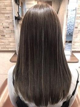 シュトラール(STRAHL)の写真/指通りなめらかな、うるツヤヘアに!2種類ある縮毛矯正の中から、一人ひとりの髪質に合わせて施術します★