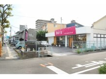 サロンズヘアー 中納言店(SALONS HAIR)の雰囲気(ピンクの看板が目印です☆)