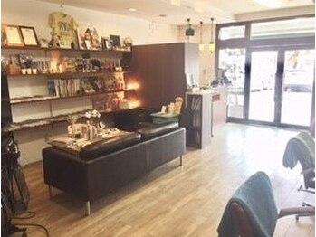 セルピコ(CelPico)の写真/店内もスタッフさんも穏やかな空気感♪木の温もり溢れるカフェのような店内でリラックスした一時を…