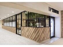 パーソナルビューティーサロン トゥルース 千葉そごう ジュンヌ館店(TRUTH)の雰囲気(ゴージャス&シックな店内でゲストをお迎え致します。)