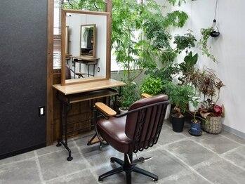 ル シャルム(Le Charme)の写真/【NEWOPEN】静かで落ち着いた空間で過ごしたい、大人女性に人気。植物やアクアリウムが癒しの空間を演出。