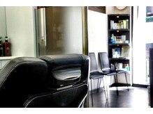 ヘアーサロン キンザマツナガ 築地店(Hair Salon GINZA MATUNAGA)の雰囲気(日射しも射し込む明るい店内♪<理容室>)