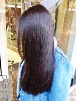 ヘアーメイクアップ ケイズギャラリー(Hair makeup K's Gallery)の写真/【大人気☆】内部から補修する本格トリートメントで、風になびくサラツヤ髪へ。理想の指通りを叶えます。