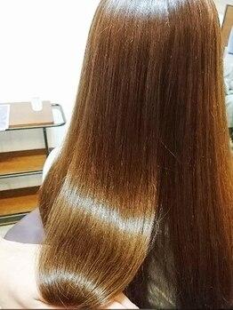 ファブリックヘアデザイン(fabric Hair Design)の写真/<―完全予約制Private Salon―>話題のIllumina Colorで柔らかく艶やかな質感/透明感を実現