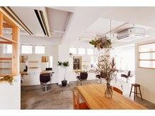 アトリエイトワ(atelier ittowa)の雰囲気(白と木とアンティーク家具,アットホームで落ち着いた空間。)