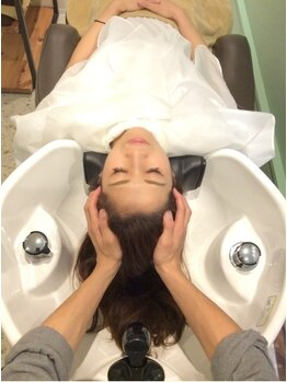 レアヘアー(lea HAIR)の写真/頭から、身体の不調を整える。<ラウロミSPA>のヘアケアが全身をほぐす…贅沢な自分時間をお過ごしください