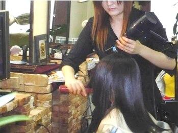 ドリームルーム(DREAM ROOM)の写真/歴20年以上ベテランスタッフが担当。髪質と髪の状態を見て、適切な判断をする為の丁寧なカウンセリング。