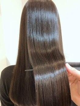 ギグル(giggle)の写真/【魔法のハサミ×酸熱トリートメント】生え癖をコントロールし酸熱トリートメントで柔らかく美しい髪に◇