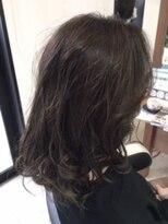 ローキーブルー毛先ハイライトが映える上級カラー☆