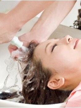 ヘアスペースティアラの写真/NEW!今話題の『炭酸泉のヘッドソーダスパ』で髪も地肌も汚れスッキリ♪リンスなしでサラツヤな『素髪』に☆