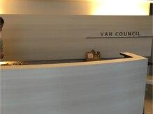 ヴァンカウンシル 旭川店の雰囲気(上品でシンプルな受付で笑顔のスタッフ達がお出迎え。)