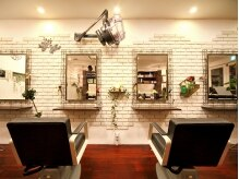 ヘアサロン チェルシー(hair salon chelsea)の雰囲気(アンティーク調の鏡。ソファのフカフカで長時間いても疲れない♪)