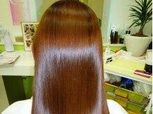 アクシスヘアー(Axis hair)の雰囲気(光が当たるたびに揺れる輝きにみんなの視線がクギヅケに★)