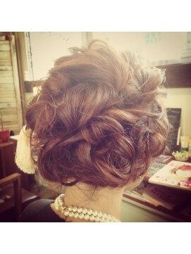 結婚式 髪型 ミディアム ヘアアレンジ 外国人風 / アレンジミディアム 2
