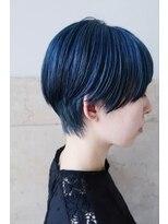 リュト(Lute)ブルー × ショートヘア