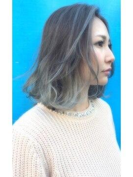 【男女別】伸ばしかけの髪がはねるときの対処法・カット方法