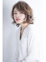 アミィヘアー(Ami Hair)ラフウェーブミディアム×アッシュベージュ