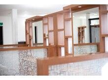 オリーブ(OLIVE)の雰囲気(東のお部屋はプライバシーを優先して仕切りのある半個室。)