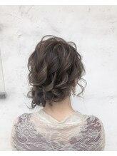 ナーリー(GNARLY Hair Design)フワフワ下めシニオン