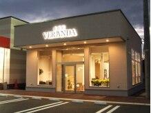 美容室ベランダ(VERANDA)の雰囲気(スーパーの隣でお買いものの後にも便利!温かい光でお出迎え)