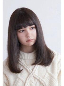 ティモーネ(Timone)重めの髪とダークカラーで女子力アップ