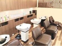 アンブル ヘアデザインアンドヒーリング 喜多町店(Amble hair design&healing)の雰囲気(シャンプー&ヘッドスパスペース ゆったりとベットの様な寝心地)
