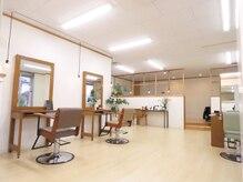 アルベリー ヘアアンドスパ 浜松領家店(ALBELY hair&spa)の雰囲気(清潔感のある店内は、ナチュラルな家具で癒されます。)