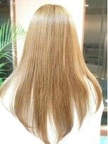 ネス(NESS)傷みにくい縮毛矯正とベージュ系カラーのロングヘア