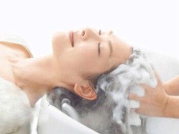 アフィナー(Afinar)の写真/自慢の【オリジナル整体ヘッドスパ】で凝り固まった頭皮をほぐして疲労改善!!マッサージによる小顔効果も◎