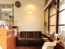 オルウィン コワフュール(Olwyn Coiffure)の雰囲気(木目や緑の多いナチュラルでモダンな落ち着いた店内。)