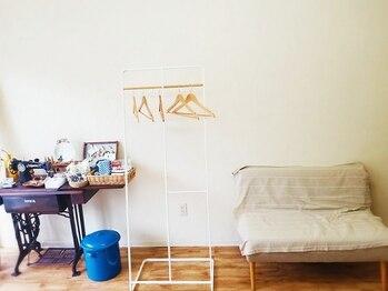 リサリサ(Risa Risa)の写真/ご夫婦の優しさが溢れるアットホームサロン《RisaRisa》植物や小物が置かれる店内はゆったりくつろげる空間