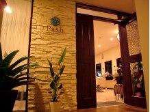 ヘアーサロン パッシュ(Hair Salon Pash)の雰囲気(階段の上がるとアジアンリゾートの入口が出迎えてくれます♪)