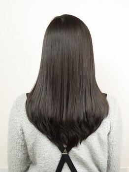 チャオ(CIAO)の写真/真っ直ぐ過ぎないストレートを実現。丁寧なカウンセリングで、髪質にあった薬剤を調合してくれる!!