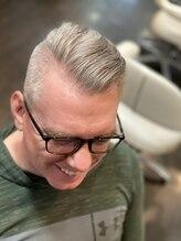 オムヘアーツー (HOMME HAIR 2)#barberstyle #fadecut #サイドパート #hommehair2nd櫻井