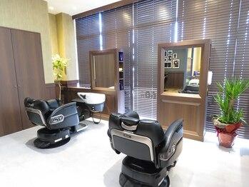 理容室ハルの写真/【メンズ専門店】半個室空間あり◎一席一席のスペースが広々しているからゆったりくつろげるのが嬉しい♪