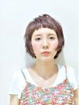 メンズライクなフォルムと顔の丸みを活かすミニマムショート