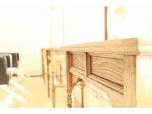 アルベリー ヘアーアンドスパ 浜松上島店(ALBELY hair&spa)の雰囲気(モダンでアンティークな家具が揃っています。)