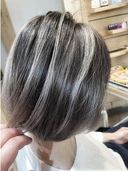 ファミリア ヘア ライフ(familiar Hair Life)の写真/オシャレカラーはもちろん、グレイカラーにもこだわった髪色をお届け☆ワンランク上のスタイルへ―。