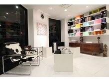 タブー 新町店(TABOU)の雰囲気(デザイナーズ家具を揃えたこだわりのインテリアに沢山のアート本)