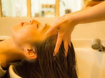 ヘアーメイクプレアー 飯塚店(HAIR MAKE PRAYER)の写真/潤いのある美しい艶髪、健やかな地肌へと導く‥極上スパで髪も心もリラックスしませんか♪