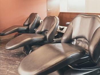 ヘアメイク クリア 本店(hair+make CLEAR)の写真/自分へのご褒美に◎当店人気の癒しメニュー!フルフラットシャンプー台で贅沢なリラックスタイムを…。