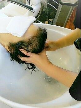 サロンドケイ(salon de K)の写真/マッサージが心地良い…極上のお昼寝タイムを♪豊富な種類から頭皮の状態や悩みに合わせてお選び頂けます◎