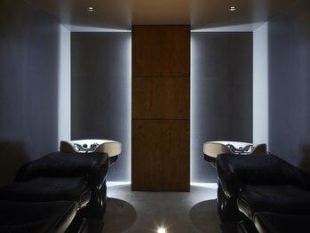 ニコル(Nicoru*)の写真/照明を落とした別室で、足元にヒーターが付いたフルフラットのシャンプー台を完備♪アロマも選べて大満足◎